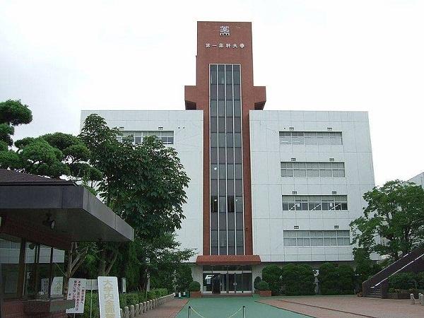 Trường Cao Đẳng Ngoại Ngữ Fukuoka với đội ngũ giáo viên tận tâm 3