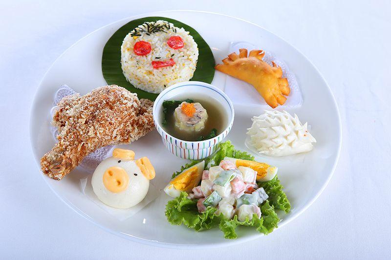 Bữa ăn đầy đủ cho học sinh tiểu học và trung học cơ sở Nhật Bản