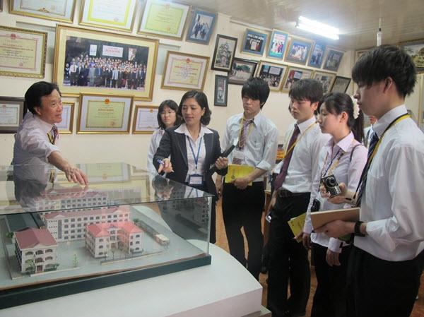 Những sinh viên Việt Nam theo học trường Cao Đẳng Kosen 7