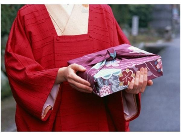 Văn hóa tặng quà của người Nhật có gì đặc biệt?