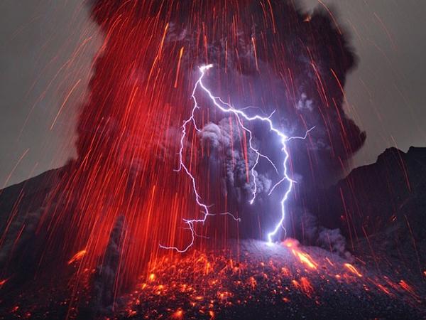 Ngất ngây vẻ đẹp của những ngọn núi lửa hung dữ nhất Nhật Bản 1