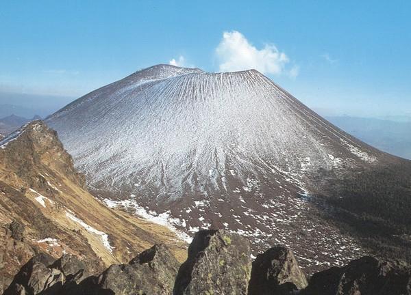 Ngất ngây vẻ đẹp của những ngọn núi lửa hung dữ nhất Nhật Bản