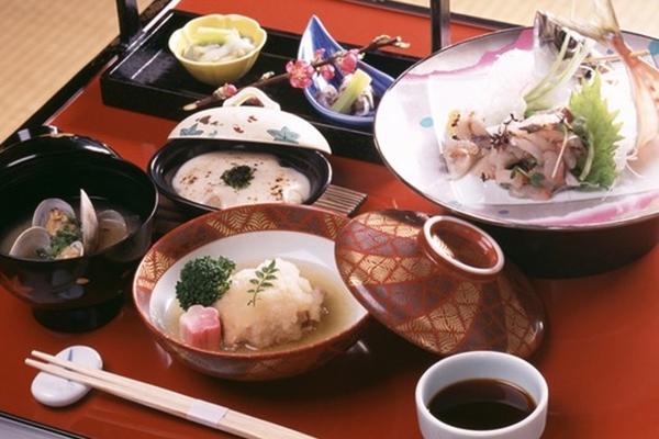 10 điều cần tránh khi dùng bữa ăn cùng người Nhật 3