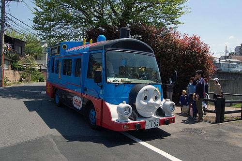 Trẻ em Nhật tự bắt xe đi học 1 mình