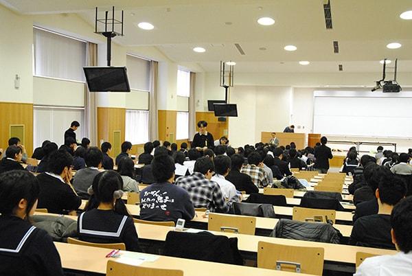 Thú vị chuyện dạy sinh viên phân loại rác ở Nhật