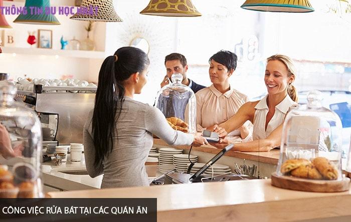 Công việc rửa bát tại các quán ăn