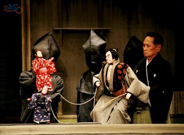 Rối Bunraku biểu diễn trên sân khấu