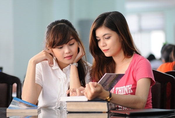 Lợi ích và hạn chế khi thuê gia sư là sinh viên