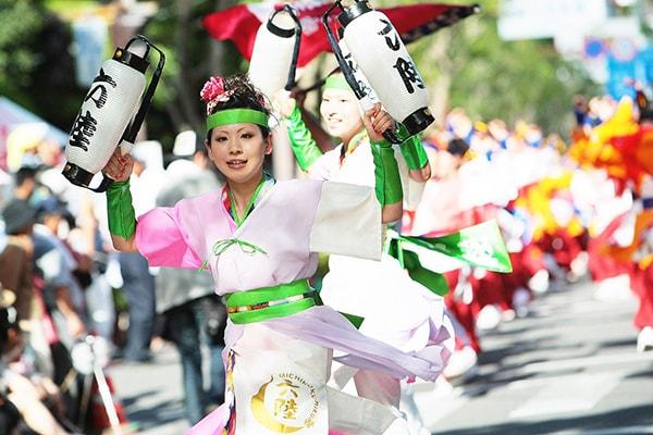 Lễ hội múa mùa hè Nhật Bản Hanagasa Matsuri