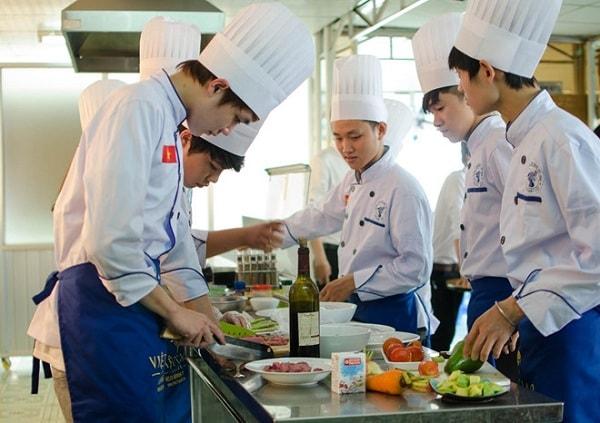 Sinh viên được thực hành nấu ăn khi du học Nhật Bản
