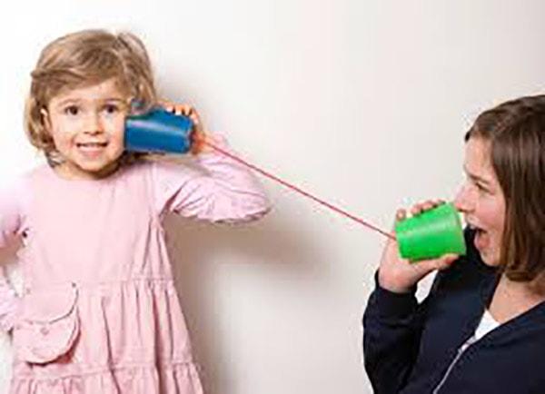 Dạy con phép lịch sự khi nghe điện thoại