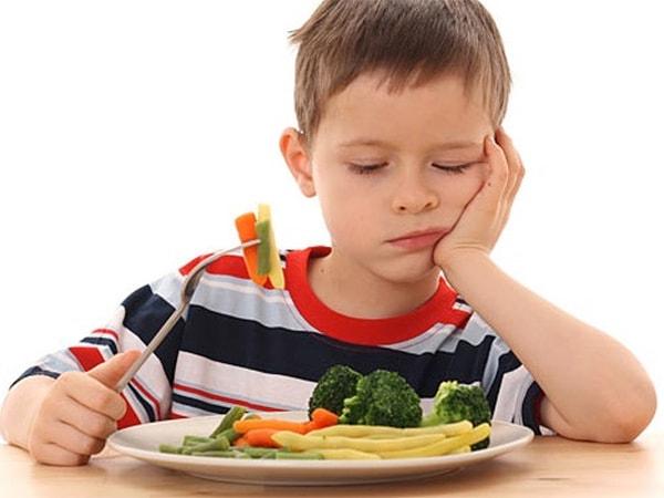 Mẹ nên tập cho con thói quen ăn uống lành mạnh