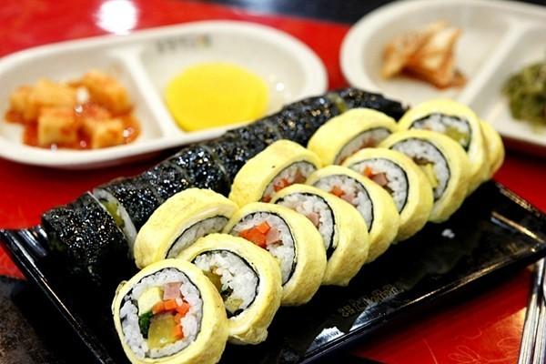 Sushi trứng cuộn