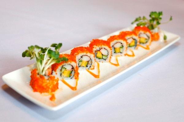 Sushi cuộn trứng cá hồi