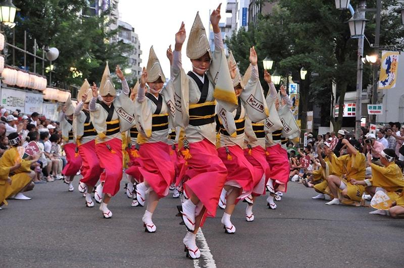 Điệu nhảy Bon Odori trong lễ hội Obon
