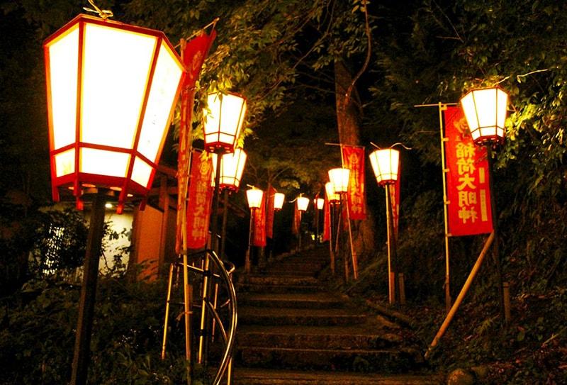 Người dân Nhật Bản sẽ treo đèn lồng ở nhiều nơi trong lễ hội Obon