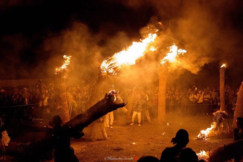 Đốt lửa tiễn đưa linh hồn trong lễ hội Obon
