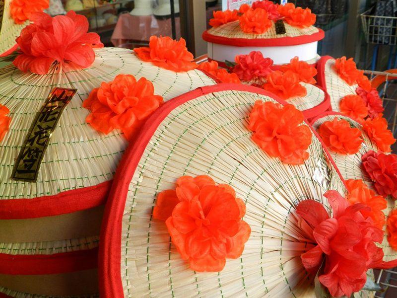 Chiếc mũHanagasa được dùng trong lễ hội