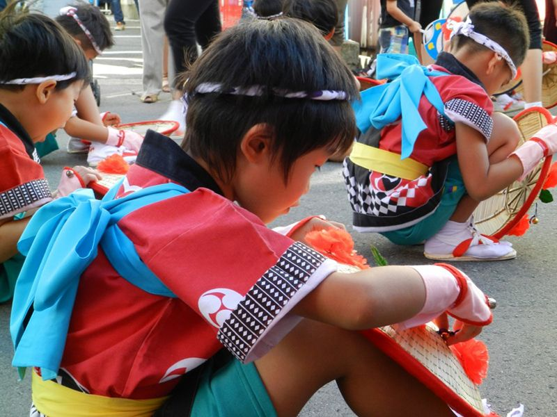 Nhóm nhảy do các em thiếu nhi thành lập trong lễHanagasa Matsuri