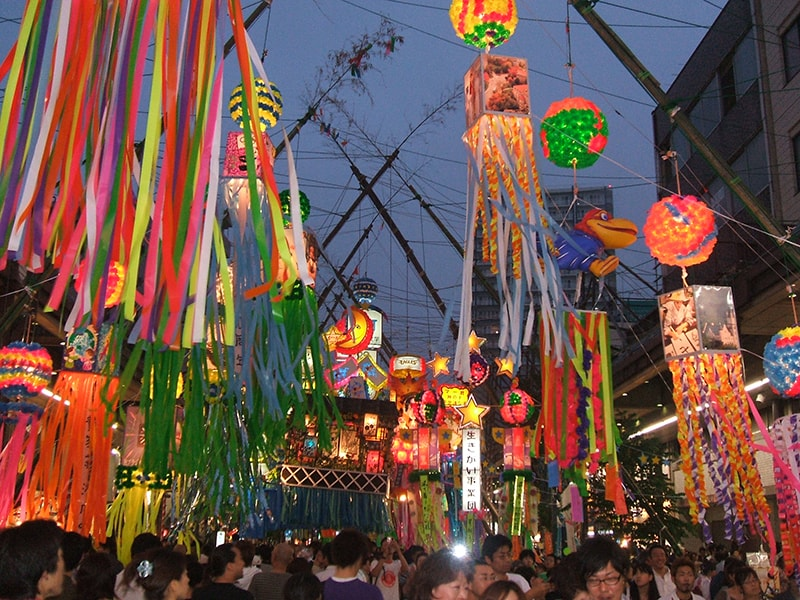 Những cột giấyFukinagashi trong lễ hộiTanabata