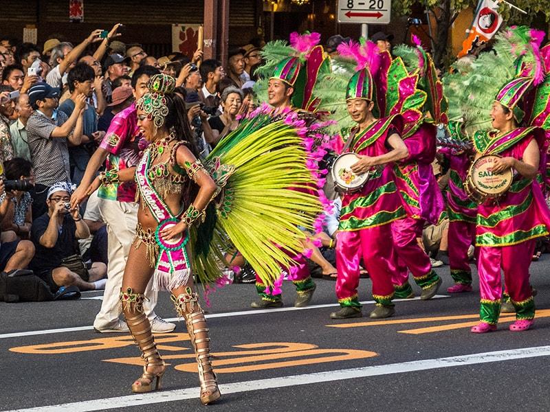 Lễ hội Asakusa Samba Carnival với các đội múa Samba sôi động quyến rũ
