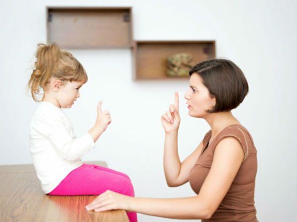 Không nên la mắng, quát tháo con trẻ