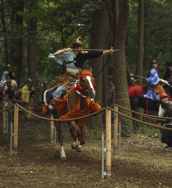 Các cung thủ phải cưỡi ngựa trên chặng đường dài và bắn cung