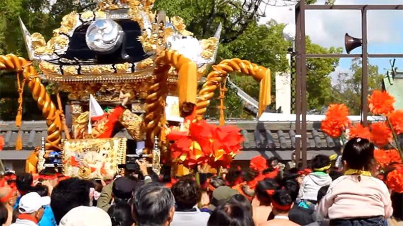 Lễ diễu hành của các đền thờ di động từ đềnMatsubara Hachiman đến nơi diễn ra lễ chính