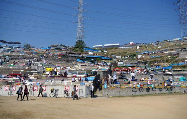 Quảng trường nơi diễn ra lễ hội chính - khi chưa cho người xem lễ
