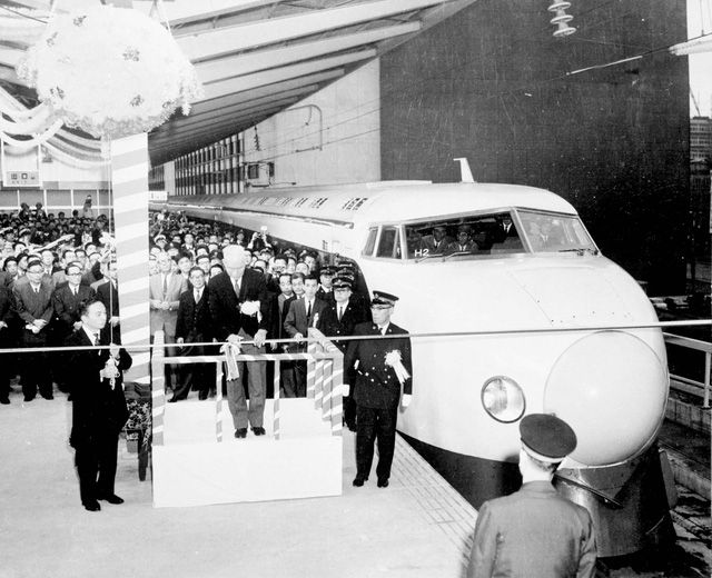 Tàu cao tốc Shinkanse đầu tiên của Nhật Bản