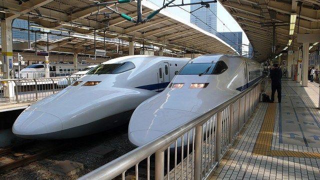 Tàu tốc hành Shinkansen từ Osaka tới Kyoto