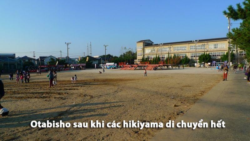 Otabisho trở nên trống trải khi các Hikiyama di chuyển hết