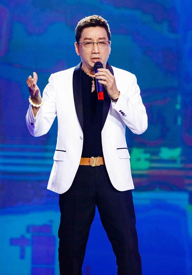 Nam ca sĩ Trường Vũ gặp khó khăn trong việc nói tiếng Việt