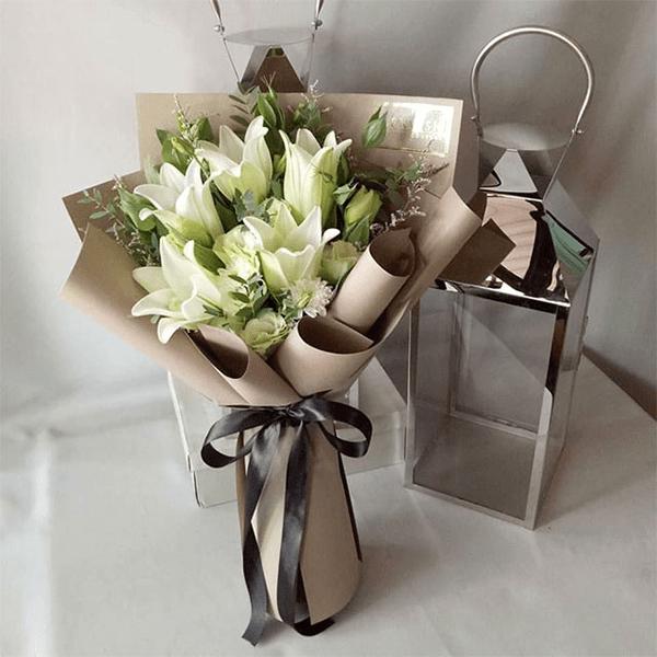 Nên tặng hoa Lily cho thầy cô giáo nhân ngày 20/11